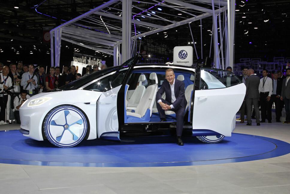 <b>I.D. NEO: </b>VW-sjef Herbert Diess og konseptelbilen I.D. Neo.