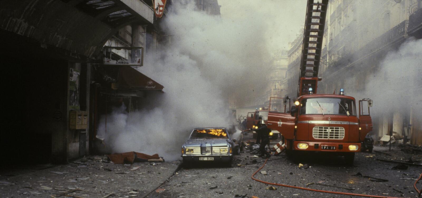 <b>SJAKALENS HEVN: </b>En kvinne i 30-årene ligger død på gaten i Rue Marbeuf i Paris 22. april 1982, og røyken etter Sjakalens bombe har ennå ikke forsvunnet. Målet med terrorangrepet: Å få franske myndigheter til å sette kona fri fra fengsel.