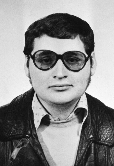 <b>UNG TERRORIST: </b>Det klassiske bildet av Sjakalen Carlos med mørke briller og Fleksnes-sveis er tatt en gang på 1970-tallet.