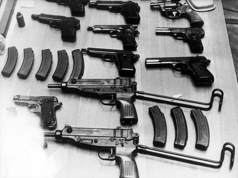 <b>ARSENAL:</b> Noen av våpnene fransk politi fant i en leilighet under jakten på Sjakalen i 1975.