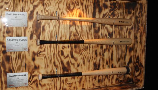 <b>KLAR FOR KAMP:</b> I overlevelsesbunkeren kan du finne en rekke våpen utstilt - med terningkast med tanke på en eventuelt zombieapokalypse.