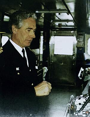 """PÅ BROA: Kaptein Mikael Botnen fotografert på broa om bord """"Berge Stahl""""."""