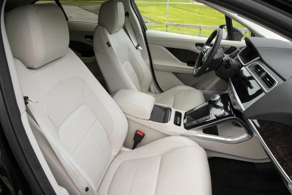 <b>FORSEGGJORT:</b> Behagelige seter med lekkert skinn. I-Pace er en svært komfortabel bil.