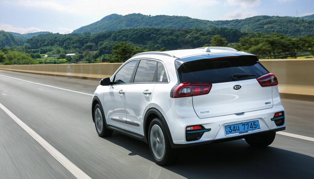<b>UTSEENDE:</b> Endelig en rimelig elbil som ser bra ut. Kia e-Niro minner mer om en SUV enn en øko-bil, har plass til fire voksne og 451 liter bagasjevolum.