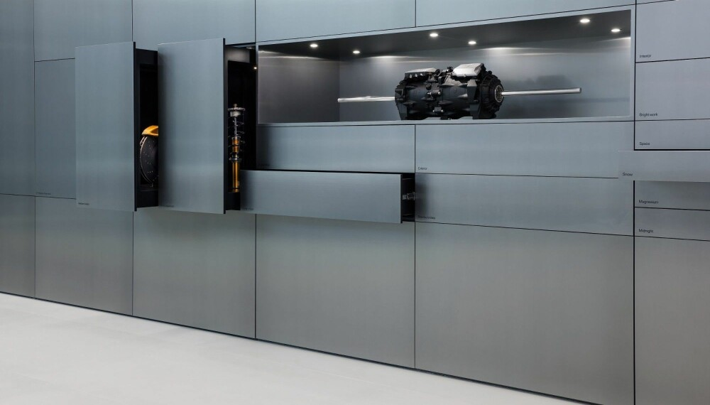 Noen sier oss at Polestars utstillingslokaler har et ganske minimalistisk preg...