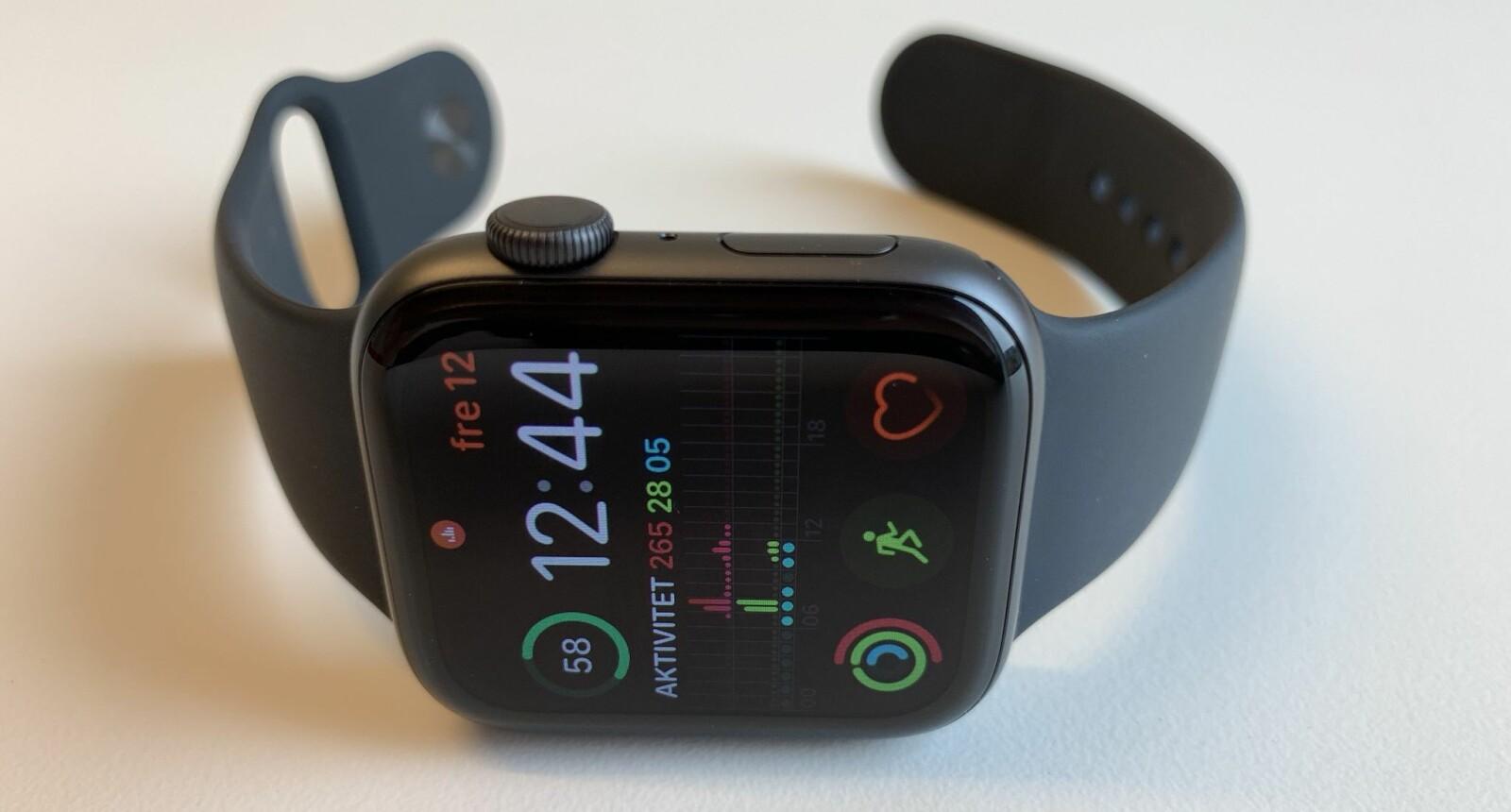 <b>NY APPLE WATCH:</b> Apple Watch Series 4 har for første gang fått en designendring. For første gang gir klokken en tilnærmet problemfri brukeropplevelse også.
