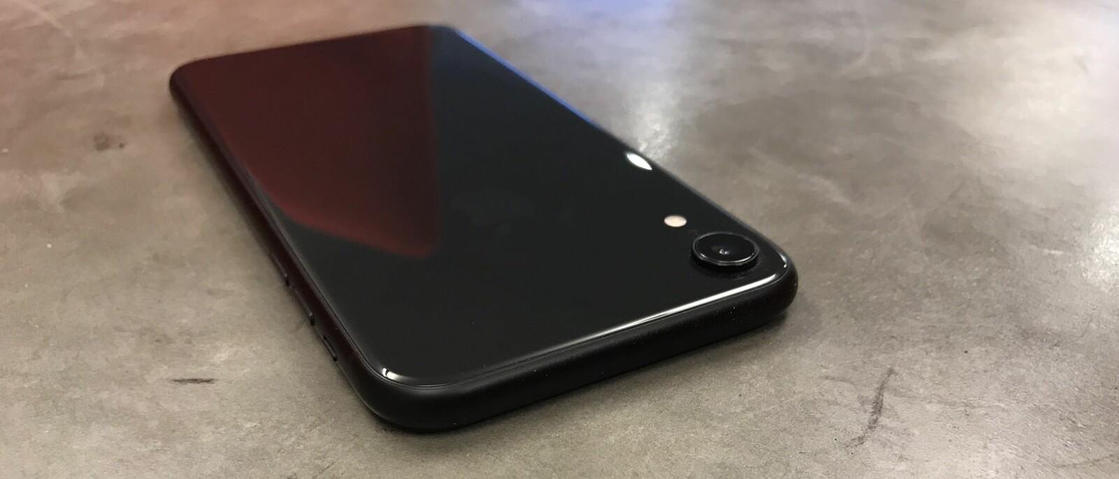 <b>IPHONE XR:</b> iPhone XR ligger rundt tre tusenlapper under iPhone XS i pris, men har både større skjerm, bedre batteritid og tar bedre portrettbilder i mørket.