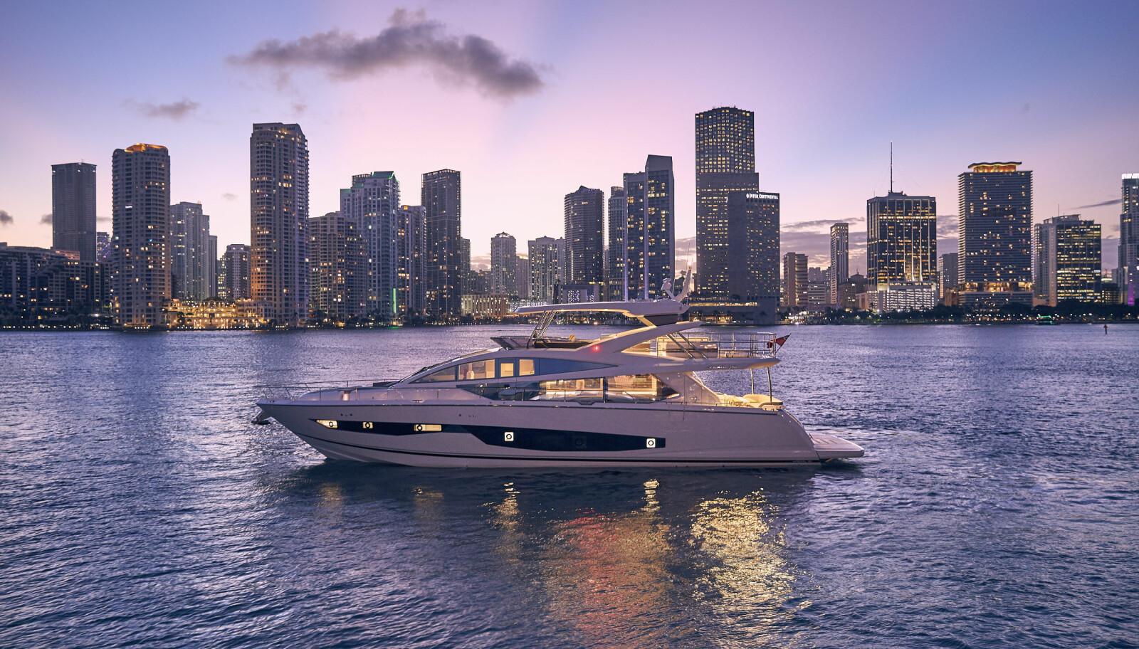 KVELD: En viktig del av yachtdesign er å få båten til å virke imponerende også når solen har gått ned.