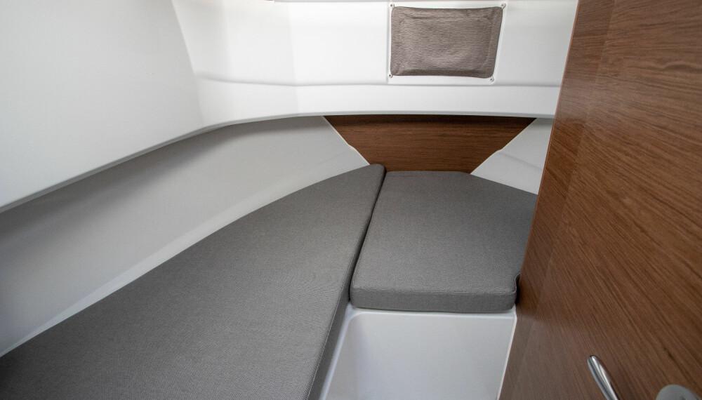 EGET ROM: Forut i 795 Marlin er det køyeplass og eget toalettrom.