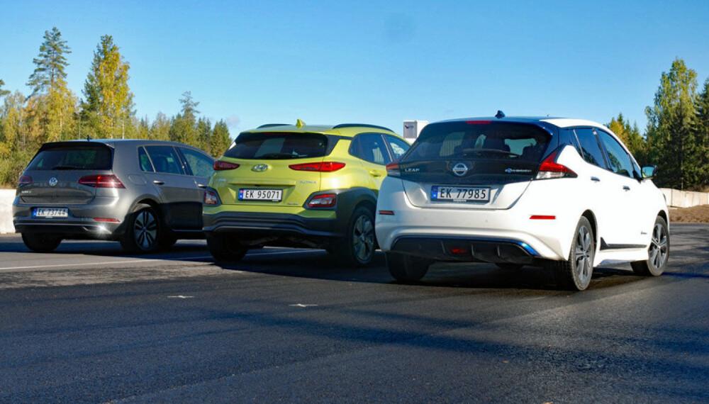 Tre biler som kjemper om elbilkjøperne i Norge. Fra venstre e-Golf, Kona og Leaf.