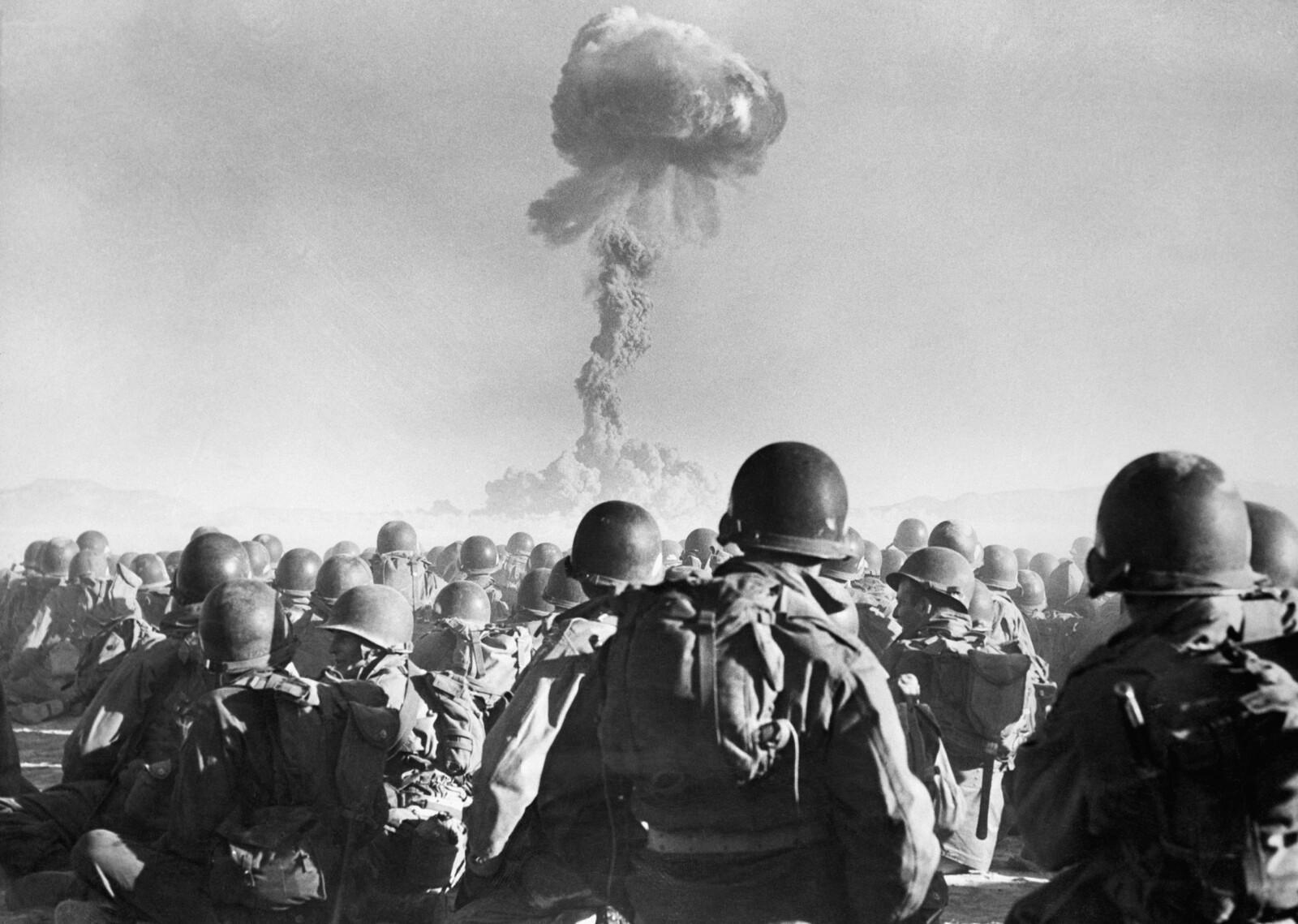 <b>DOMMEDAG TRUET:</b> To ganger på 1960-tallet var verden på randen av en katastrofal atomkrig. Men beslutningstagerne holdt hodet akkurat kaldt nok, lenge nok. Bildet er fra en test i Nevadaørkenen.