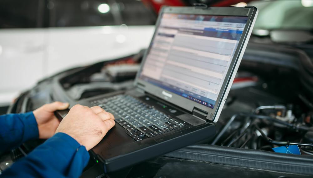 <b>AVANSERT - OG KOSTBART - UTSTYR: </b>Bilene får stadig mer utstyr. Mye av dette baserer seg på sensorer, radarer og kameraer. Det er utstyrt som gjerne sitter utsatt til, det skal ikke mye skade til før reparasjonen kan bli svært kostbar.