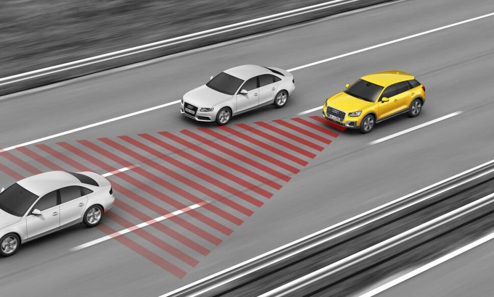 <b>SIKRERE BIL: </b>Adaptiv cruisekontroll gjør bilkjøring både mer behagelig og ikke minst sikrere. Men det koster å reparere dette systemet!