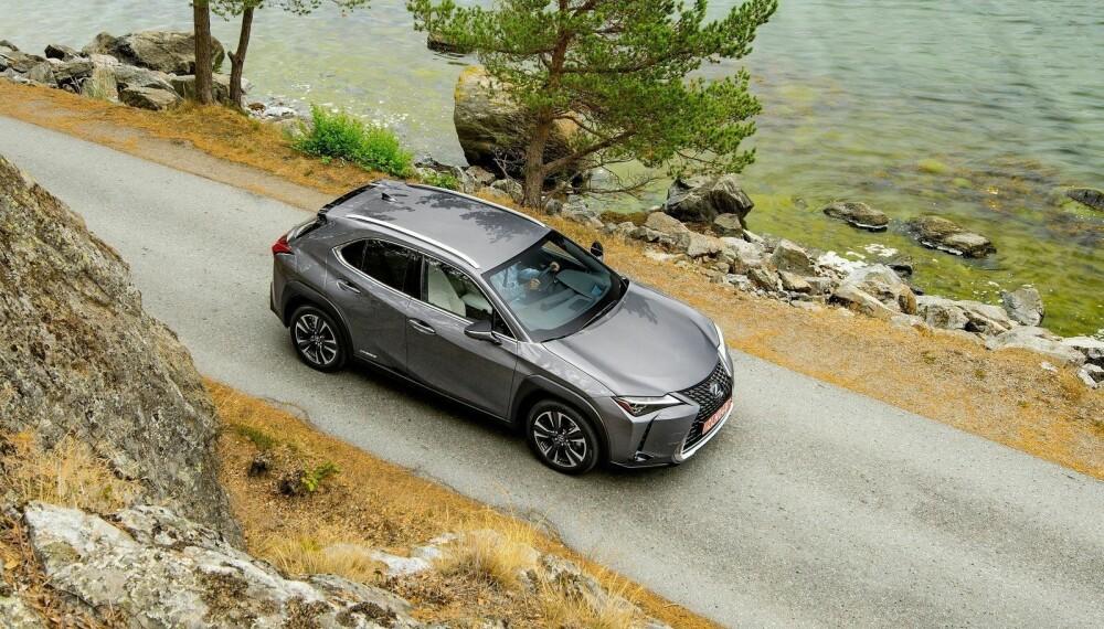 Lexus er klar med en ny kompakt-SUV. UX blir minstemann i sortimentet, og også den billigste. Prisene starter på 385.000 kroner.