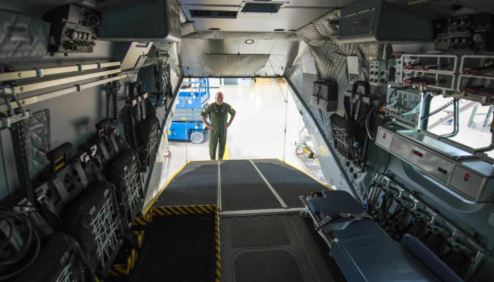 GOD PLASS: Med laste-rampen bak,  får det nye rednings-helikopteret egenskapene  til et lite transportfly.