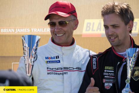 Vidar Frogner (t.v.) har vunnet mye bak rattet i sine Porscher.