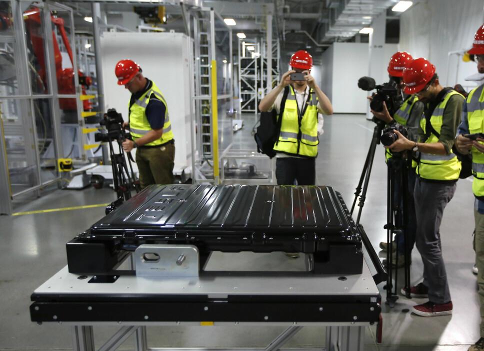 <b>BATTERIGIGANT: </b>Teslas batterifabrikk, Gigafactory 1 i Nevada i USA, skal ved utgangen av 2018 ha en kapasitet på 35 GWh i året. Her er det foreløpig litiumionebatterier som gjelder.
