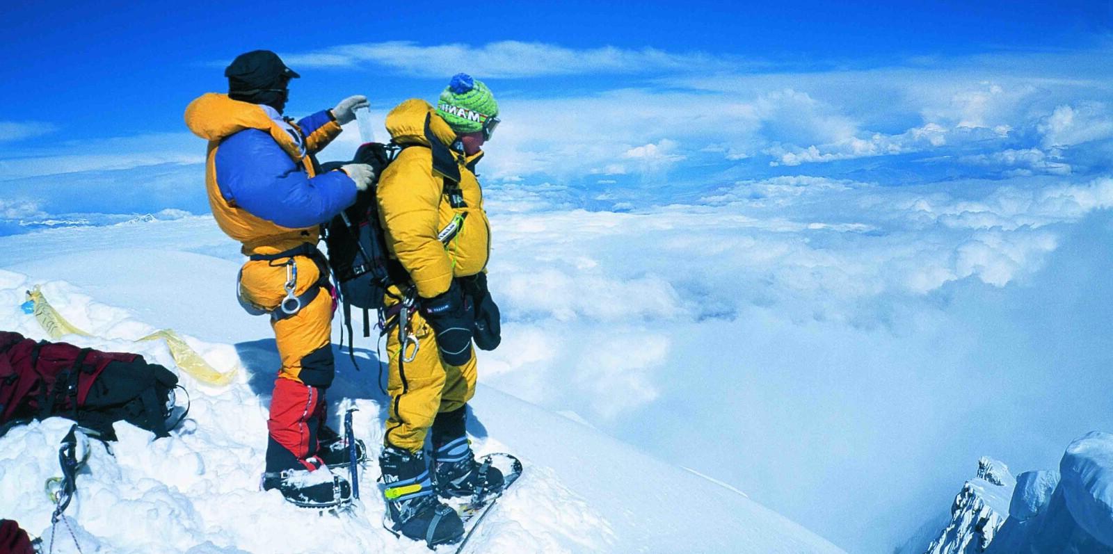 <b>SISTE FORBEREDELSE: </b>For andre gang står 22 år gamle Marco Siffredi på toppen av Mount Everest. Phurba Tashi Sherpa fester en oksygenflaske på ryggen av sliten, men bestemt Marco. Han kommer aldri ned,