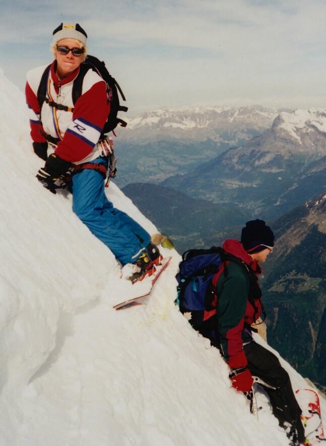 <b>KOMPIS:</b> Marco og bestekompisen Bertrand Delapierre gjør seg klar for Mallory-Porter, en ekstrem rute ned fra Aiguille du Midi (3842 moh) i Chamonix.