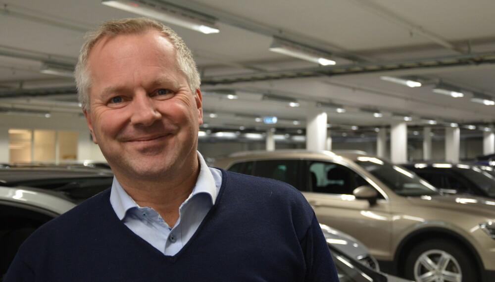 – Det første vi ser etter, er servicehistorikken. Det sier bruktbilsjef Gard Fredriksen i Møller Bil Asker og Bærum. Foto: Frank Williksen