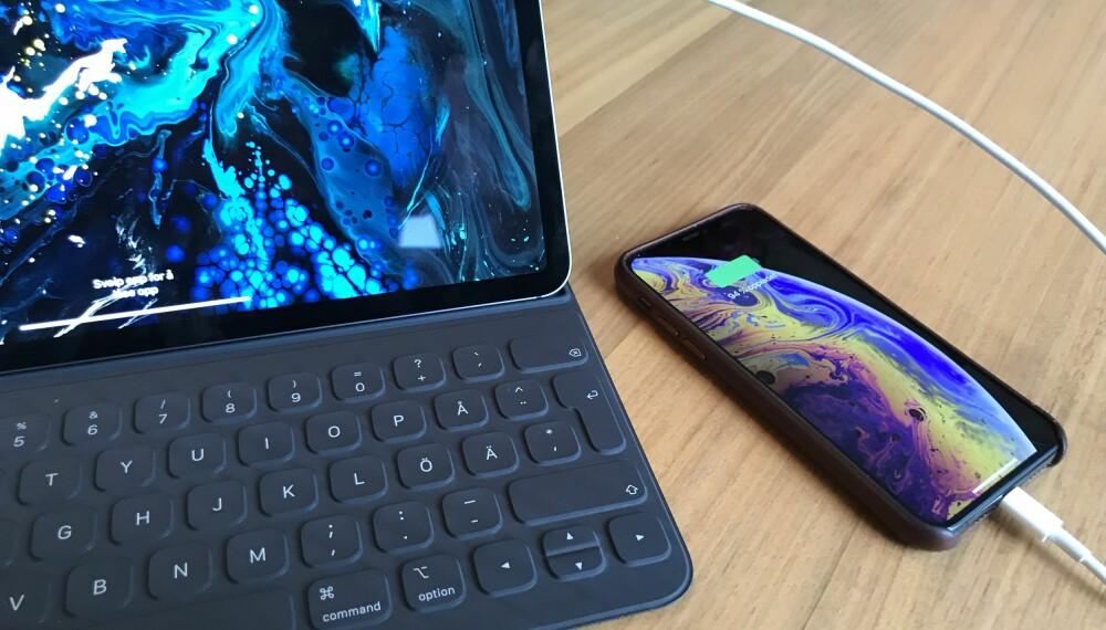 <b>LAD IPHONE MED IPAD:</b> Med en USB-C til Lightning-kabel kan du lade mobilen med nettbrettet. Praktisk på tur.