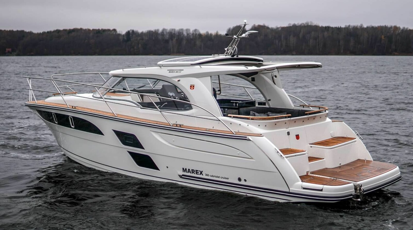 VERDENSPREMIERE: 360 Cabriolet Cruiser har verdenspremiere på den gigantiske båtutstillingen BOOT i Düsseldorf i januar. Marex har åpnet for bestillinger.