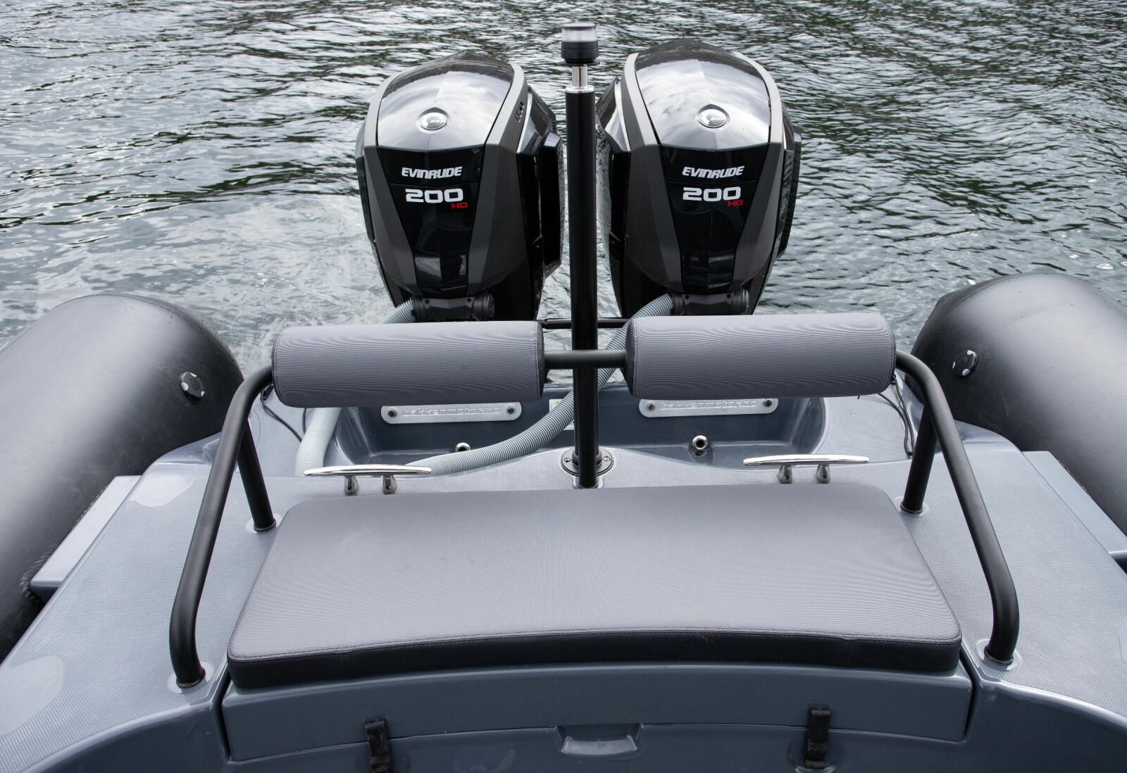 KAPASITET: Plass til to foran motorene. Hekken tåler inntil 2x250 hk.