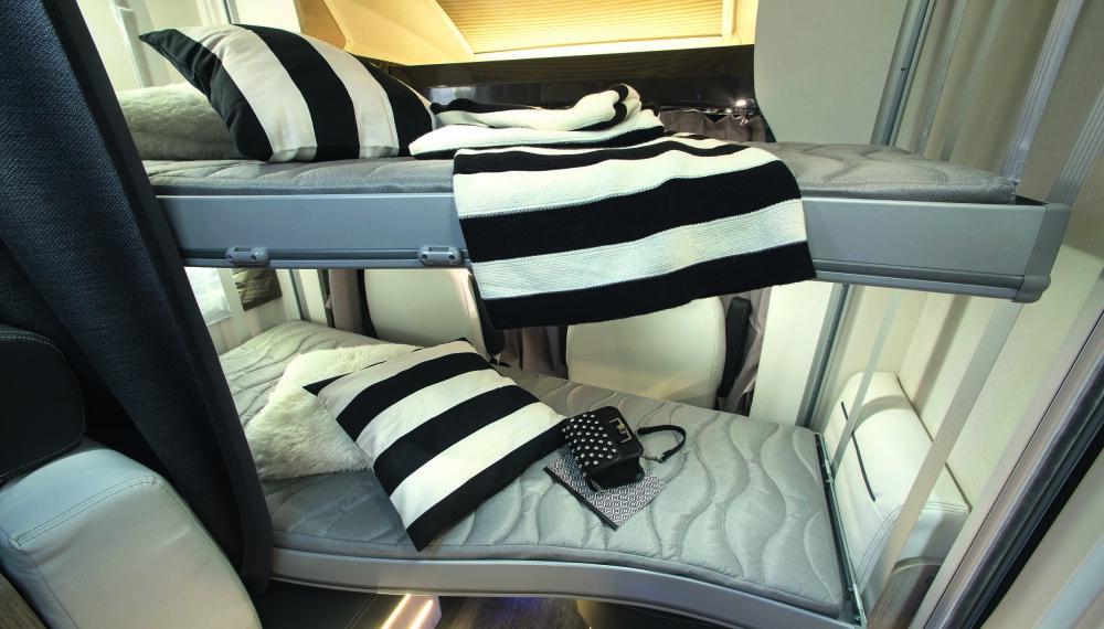 ETASJESENG: Senkesengene i Genesis 274 har to etasjesenger som senkes ned når man skal sove.