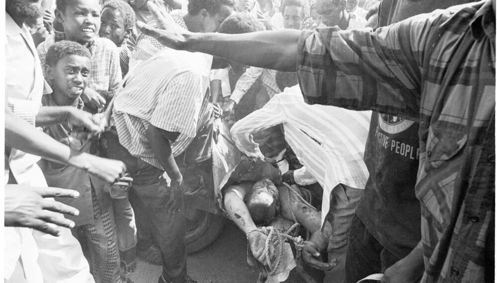 <b>BRUTALT:</b> Bildene av en amerikansk soldat som ble slept gjennom gatene i Mogadishu vekket harme og avsk.
