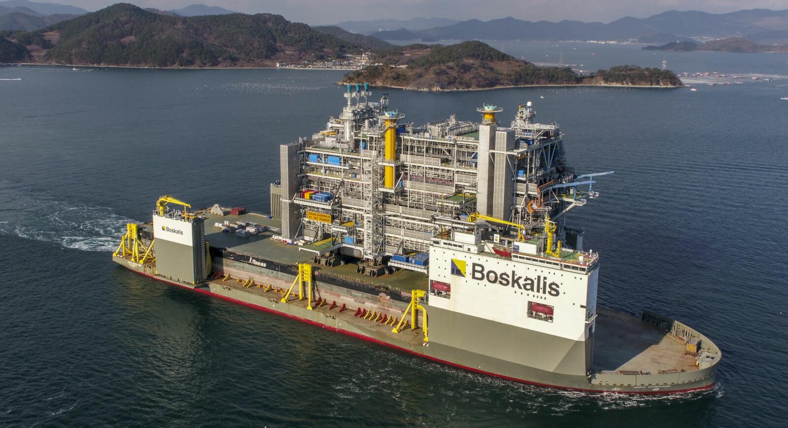 <b>MEGASKIP:</b> BOKA Vanguard lastet med prosessplattformdekket til Johan Sverdrup. Plattformdekket forlot verftet til Samsung Heavy Industries rett før jul.