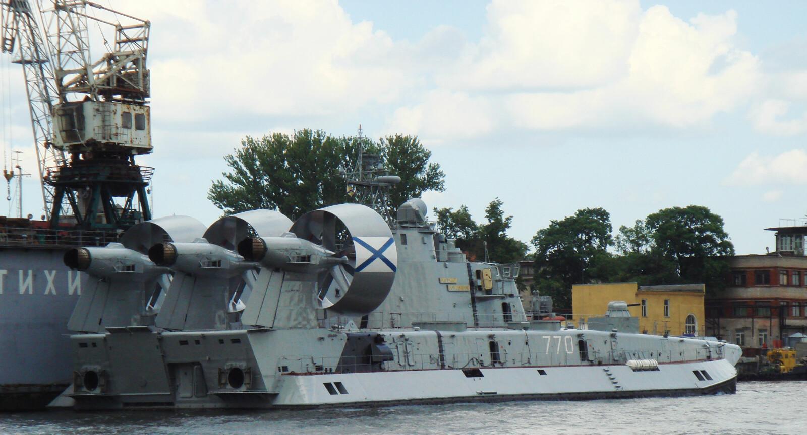 <b>ANVENDELIG:</b> Siden luftputebåten bare stikker 1,6 meter dypt kan den legge til kai nesten hvor som helst.