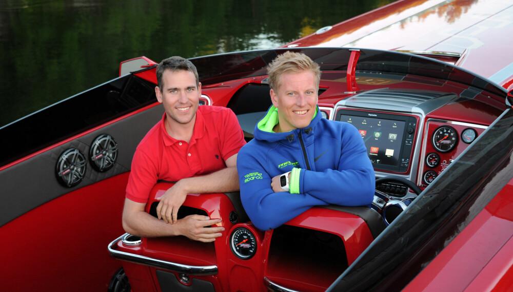 <b>PREDATORENE:</b> Dette er hovedmennene  i Predator Boats: Designer og konstruktør Andree Bakkegaard (t.v.) og daglig leder Preben Sørensen. Bildet tatt om i bord 14 meter lange 447.