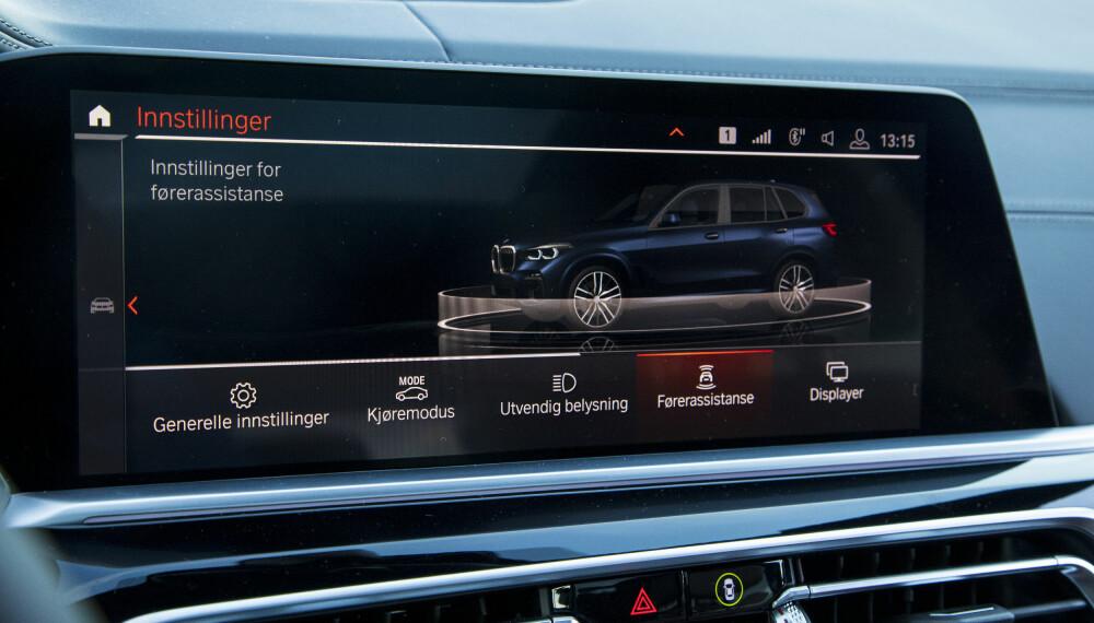 <b>SKJERM:</b> Ingen Tesla-aktig skjerm i BMW X5, men det nye betjeningskonseptet fungerer greit.