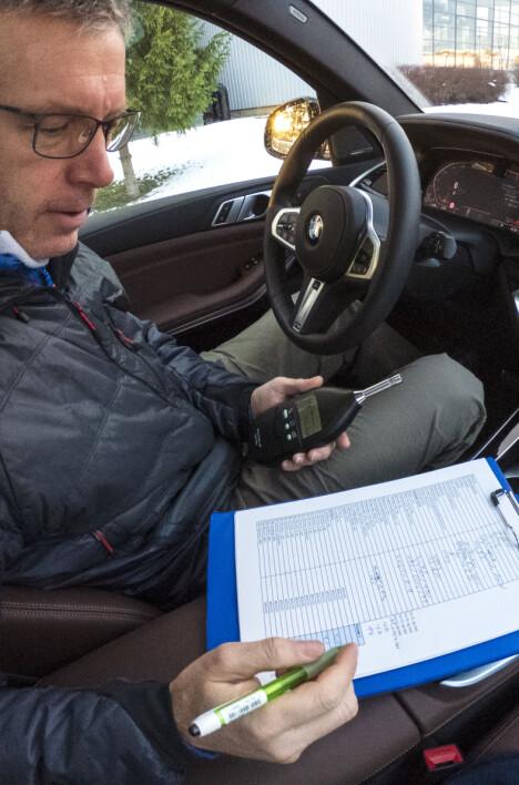 BMW X5 TEST: Støymåleren viser svært lave verdier for nye BMW X5.
