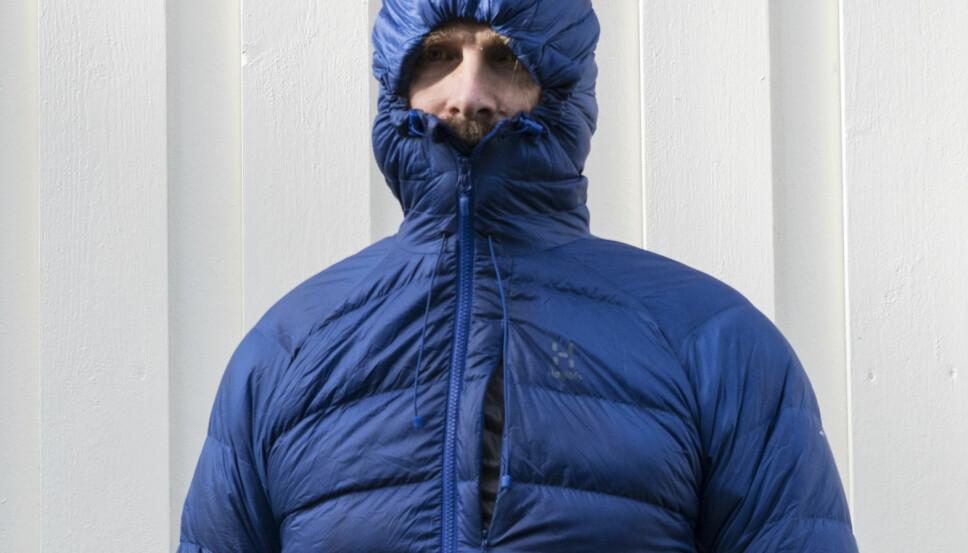 <b>TEST AV LETTE DUNJAKKER:</b> Haglöfs Essens Down Hood Men
