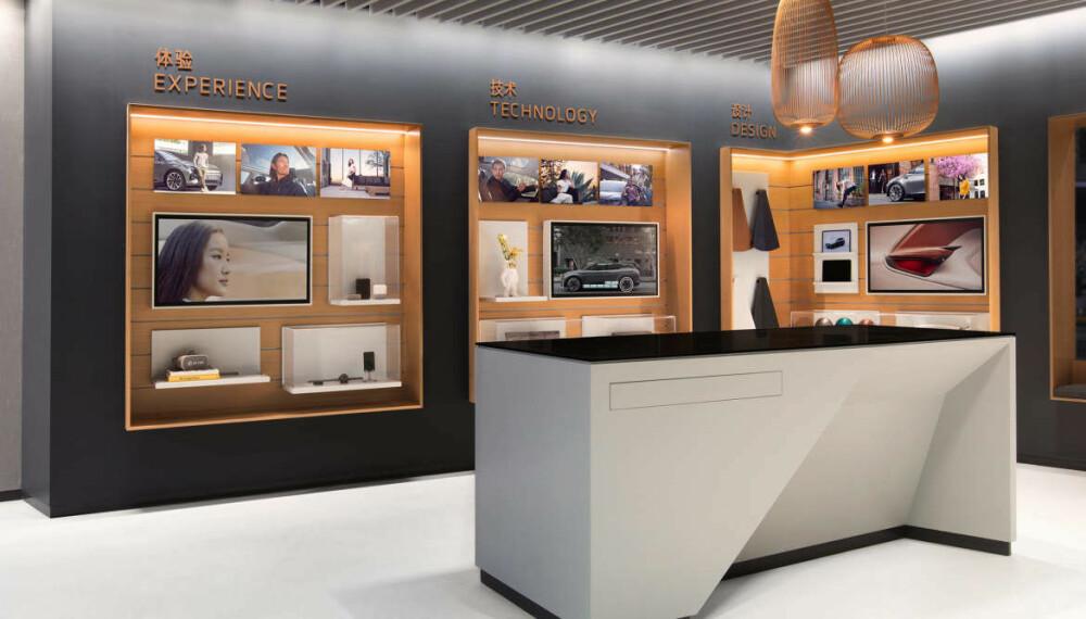 NY MÅTE Å KJØPE BIL PÅ: Kundeopplevelsen skal være mest mulig digital, det gjenspeiles også i showroomene.