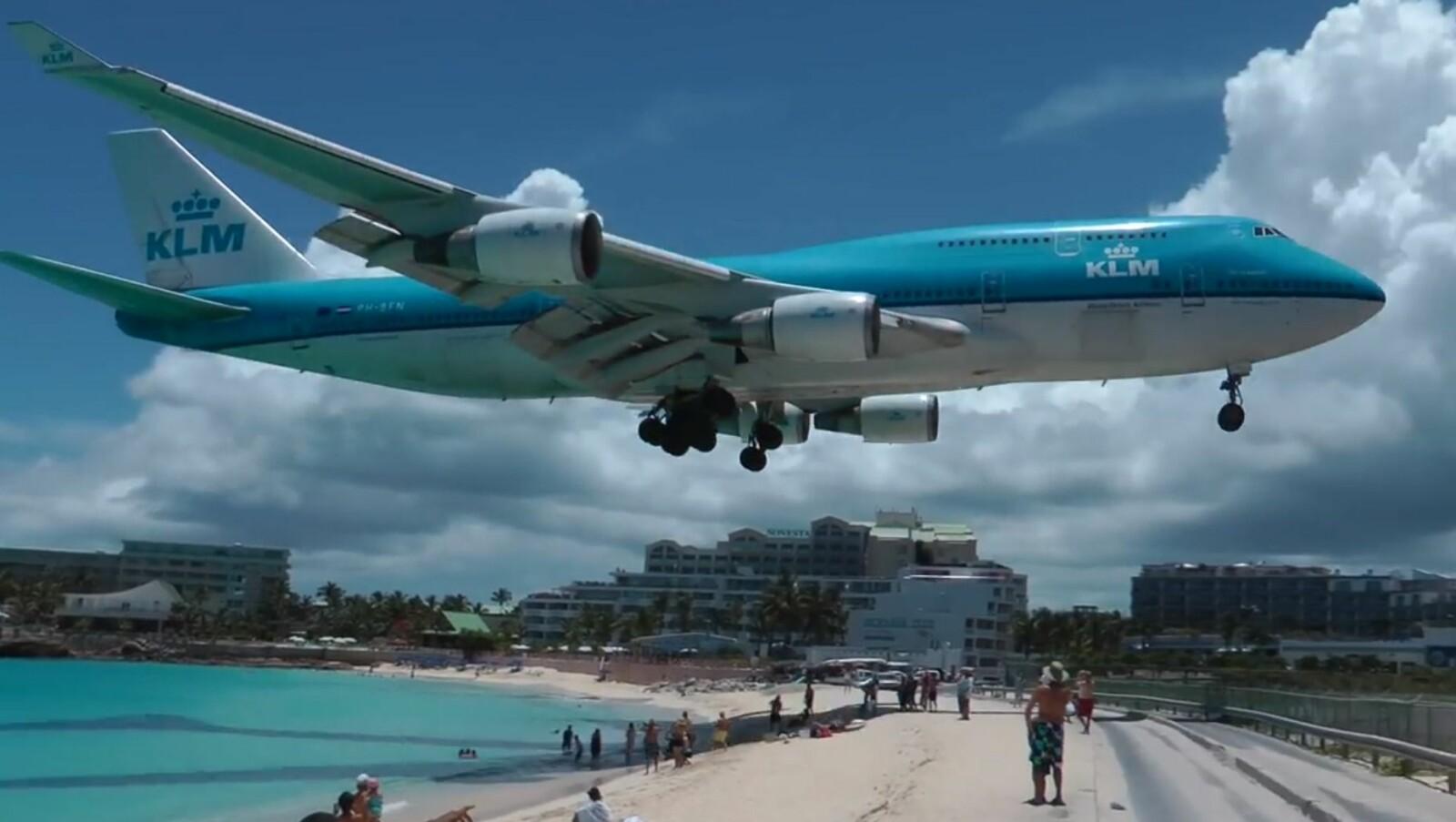 FLYKJEMPEN: Vil du se Boeing 747 og andre fly på nært hold? Da bør du tar turen til St. Martin.