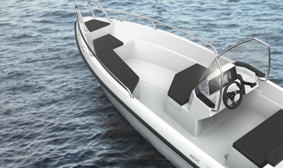PLASS TIL FEM: Yamarin 46 SC har plass til fem personer ombord i. Solid rekke og pulpit i baugen.