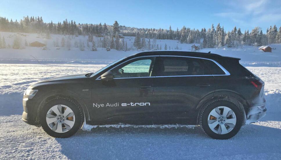 """<b>AUDI E-TRON PÅ VINTERTEST:</b> Ta bort """"Nye Audi e-tron"""" fra siden her, og det er nok ikke veldig mange som vil oppdage at dette er en helt ny elbil fra Audi."""