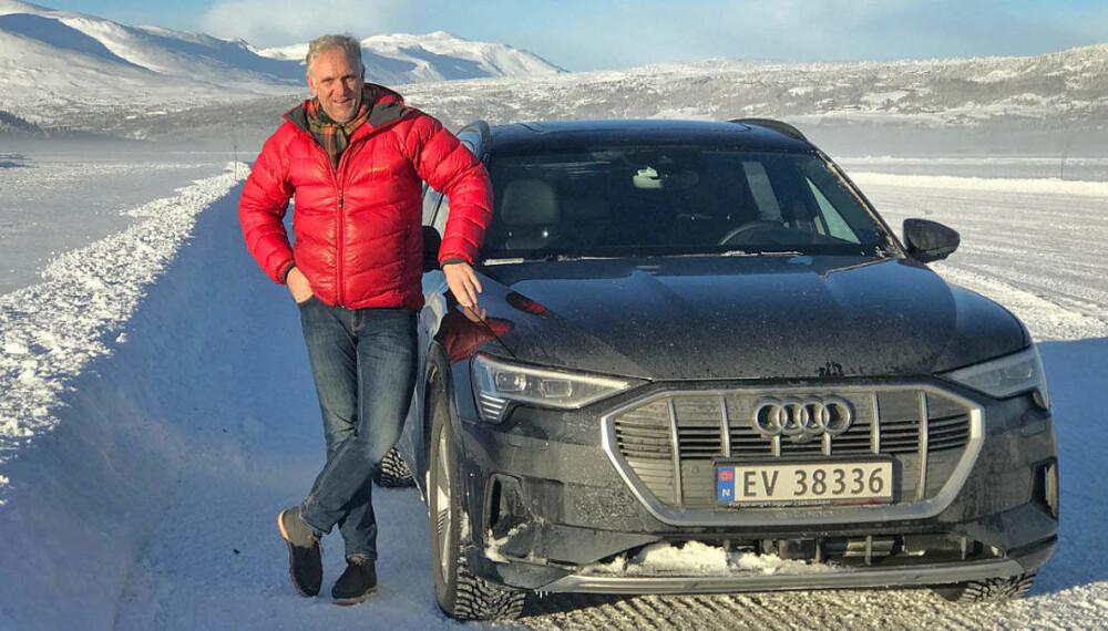 <b>VINTERTEST AV AUDI E-TRON:</b> Broom-Benny sammen med Audi e-tron – og i et kort øyeblikk uten lue og votter.