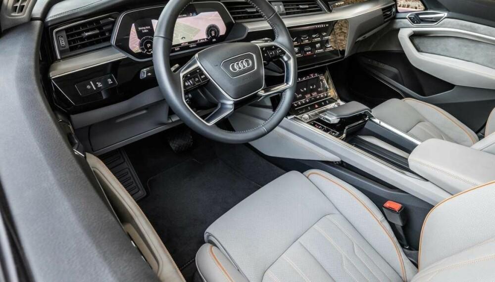 <b>PÅKOSTET INTERIØR:</b> Interiøret byr ikke på noen overraskelser. Det er akkurat slik vi forventer oss i en påkostet SUV fra Audi.