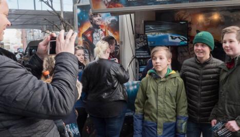 <b>KJENDIS: </b>Fotografering med fans er noe som følger med kjendistilværelsen.