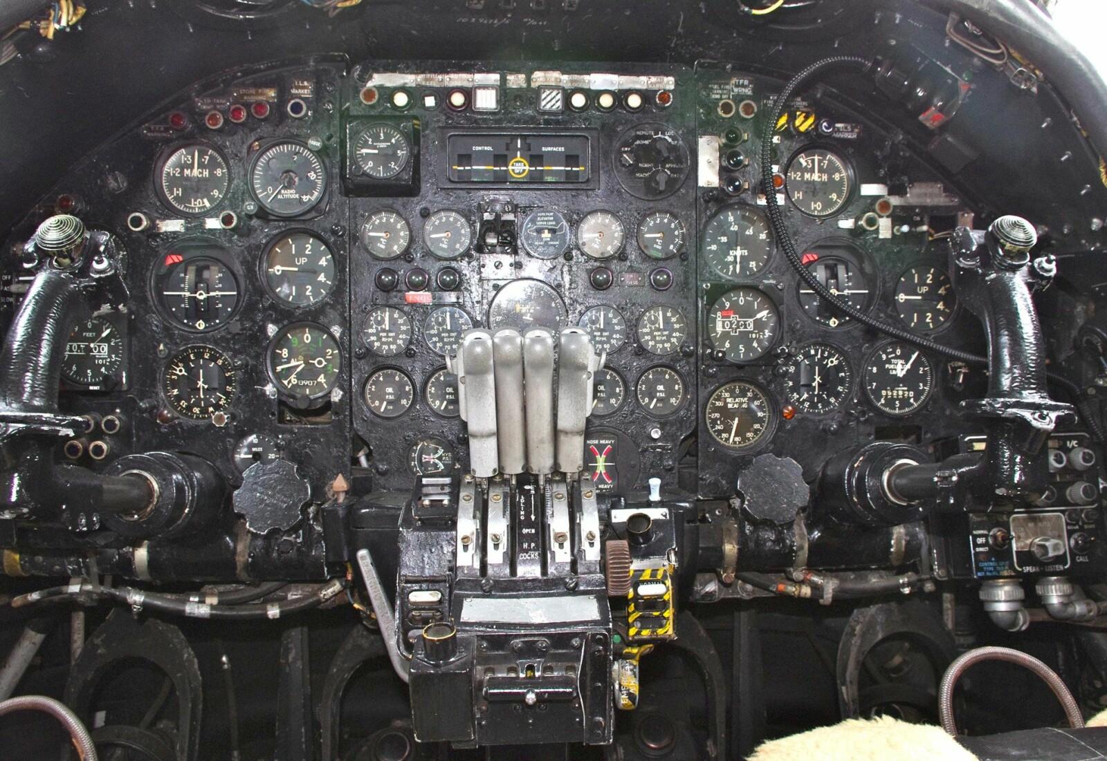 <b>TRANG:</b> Cockpiten i Avro Vulcan var ikke et komfortabelt sted å oppholde seg i 16 timer.