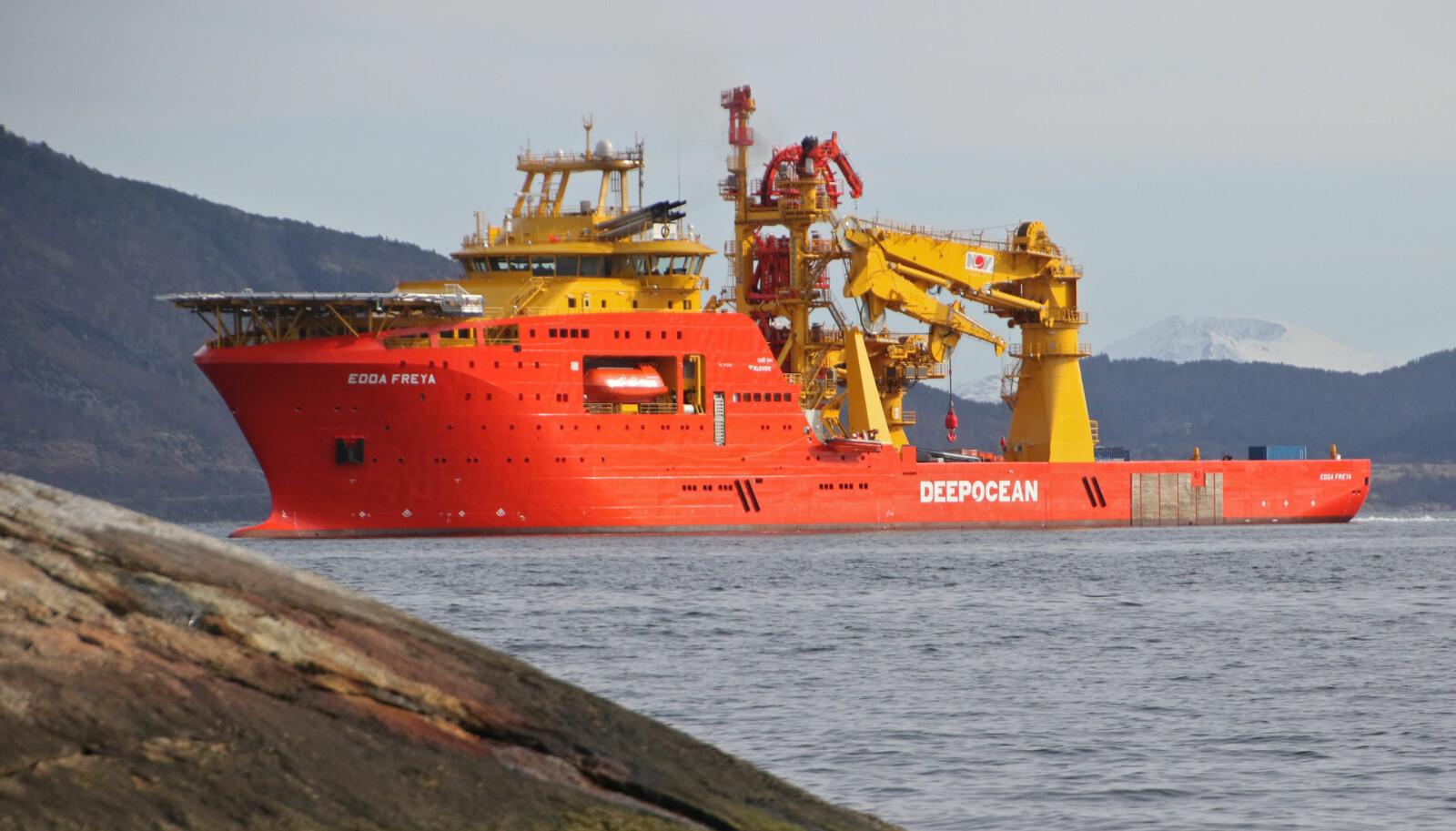 <b>GIGANTISK:</b> Edda Freya ruver godt i fjorden.