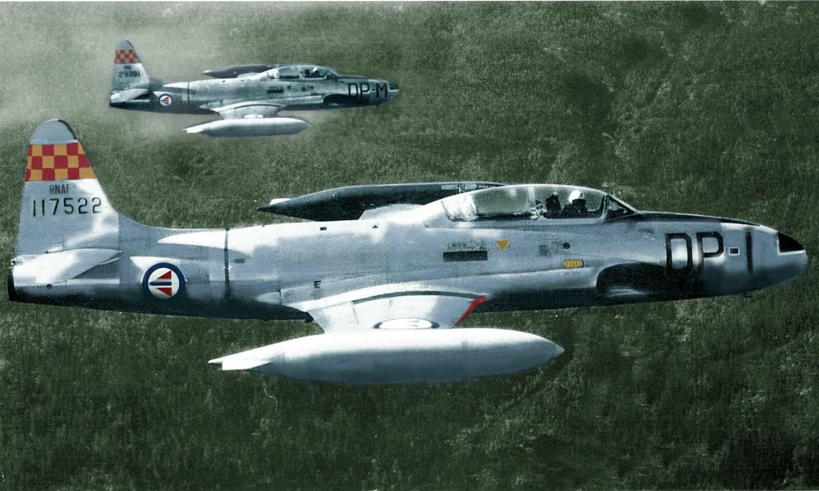 <b>ILLUSTRASJON:</b> Sånn kan det ha sett ut i lufta over Sola den 13 september 1956. Arne Storli i DP-I. Inge Kavli på vingen.