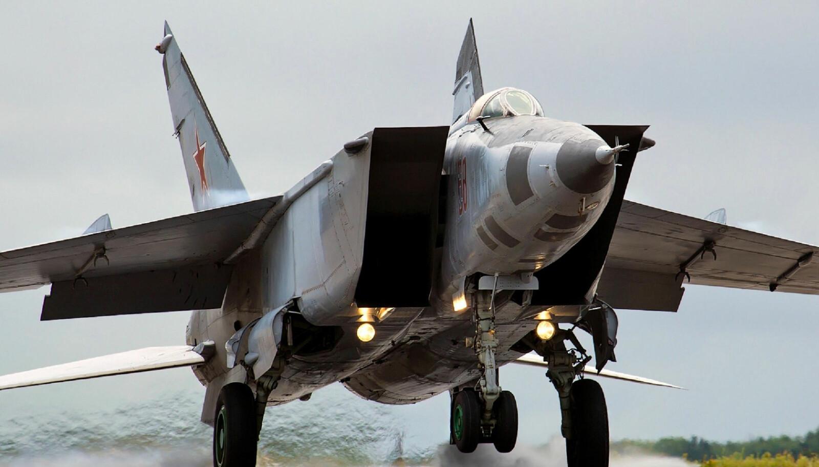 <b>SUPERSONISK:</b> Da den sovjetiske piloten hoppet av med en MiG-25 Foxbat, var det verdens raskeste jagerfly.