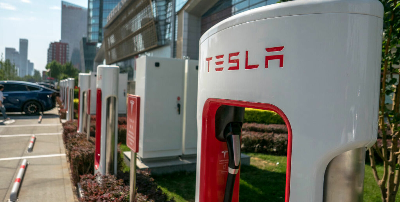 <b>GOD PLASS:</b> En superladestasjon for Tesla med god plass. Slik er det ikke alltid.