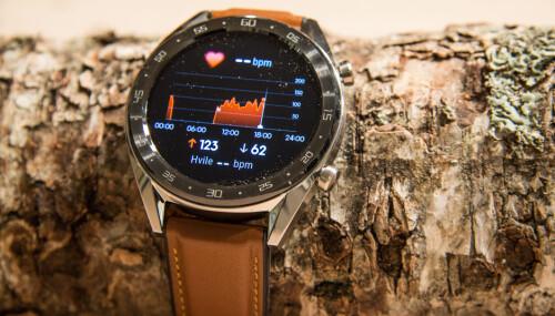 <b>PULSMÅLING:</b> Klokken måler kontinuerlig pulsen din - og varsler om noe er unormalt.