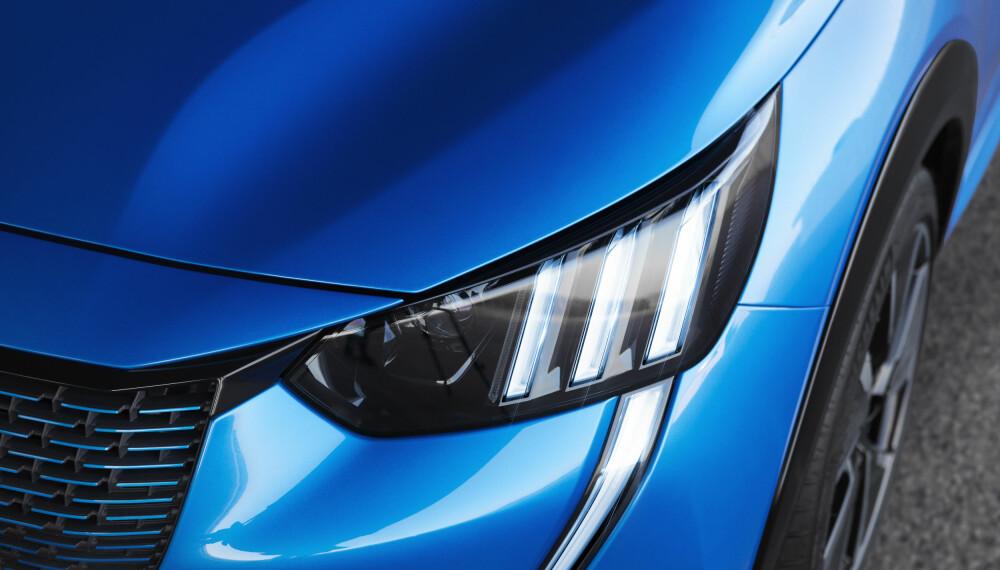 <b>TRE STRIPER:</b> Peugeot håper det skal skille e-208 ut fra mengden av snirklete LED-kjørelys.