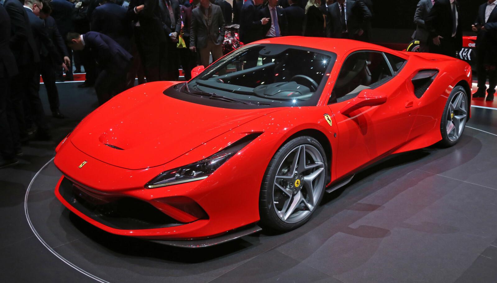 DEN RØDE: Ferrari V8 Tributo på Genève-utstillingen.